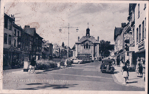 Black and white postcard of Henley Town Hall in the 1950s.