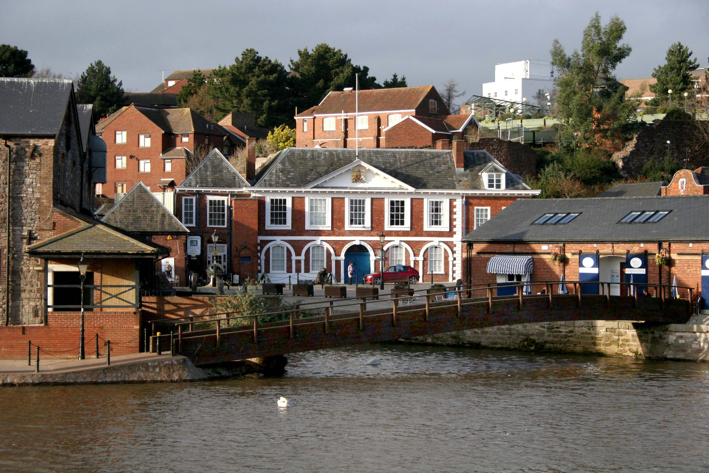 Photograph of Exeter's 17th-century Custom House by the quay.